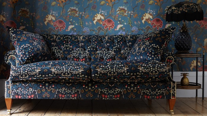Sofa kwiecista wzory william morris