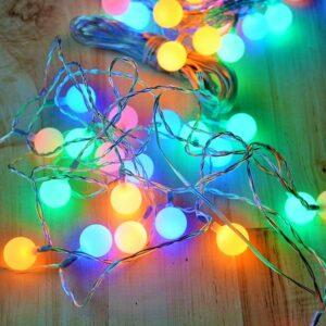 LAmpki kolorowe kule na przezroczystym kablu przezroczyste świąteczne