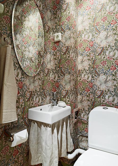 botaniczna tapeta w łazience morris