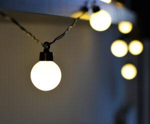Lampki na kablu ciepłe kule ogrodowe girlanda 12 m