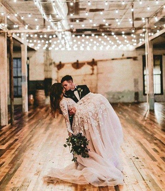 Girlandy żarówkowe, sznury lampek LED na weselu