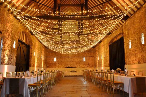 Kurtyna z lampek lLED choinkowych na przyjęciu weselnym
