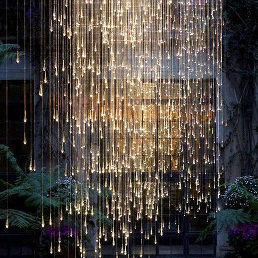 kurtyna świetlna z ciepłych lampek LED