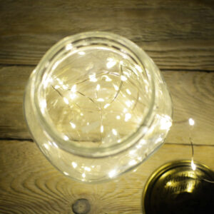 Lampki LED na srebrnym druciku ciepłe na prąd