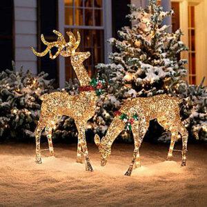 podświetlane renifery lampkami świątecznymi